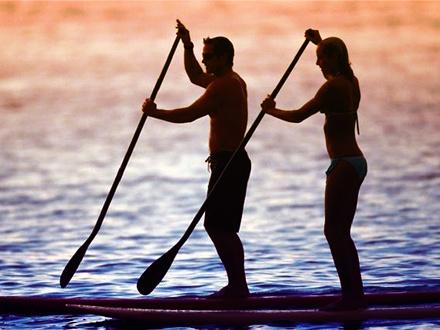 ¿Quieres sorprender a tu pareja con una experiencia romántica en el mar? $12 por 1 Hora de excursión guiada en Paddleboard o kayak a través de la Laguna del Condado