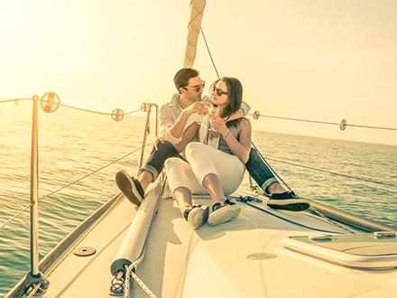 ¡Disfruta del atardecer en las aguas caribeñas! $45 por Excursión en catamarán para 1 persona con vistas al Faro Cabo San Juan, Palomino y el Conquistador Resort, este DOMINGO, 14 de febrero de 2016 + Entremeses y bebidas ilimitadas + Copa de Champán