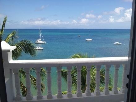 $219 por Estadía de 3 días y 2 noches en FINES DE SEMANA para 2 personas en habitación con balcón y vista al mar, $269 para 4 personas en habitación Town View Standard Doble Full, o $369 para 6 personas en habitación con balcón y vista al mar