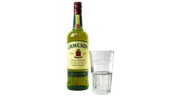 Jameson Irish Whiskey más vaso