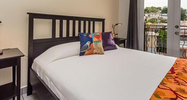 Qué Chévere Hotel - Pueblo Rincón (FINES DE SEMANA)