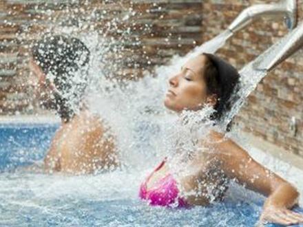 22€ por Circuito Spa + Masaje relajante de 25 minutos en el Spa del Hotel Laguna Nivaria; o 39€ por Masaje Relajante en pareja de 25 minutos + 2 copas de cava en el Hotel Riu Garoé