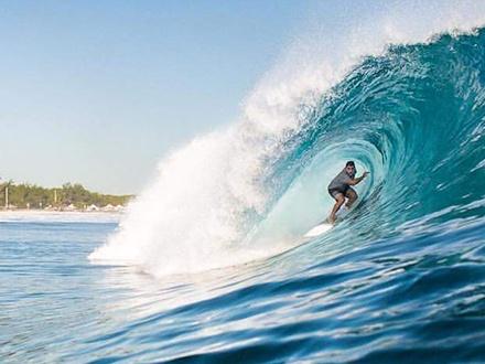 ¡Campamento de surfing del 30 de mayo al 5 agosto! $39 por 1 Día de campamento, $139 por 1 semana o $299 por 1 mes; todas las opciones incluyen merienda