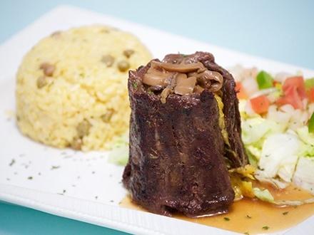 ¡Buen comer en el sur de la isla! $24 por 2 Platos principales, a escoger entre Risotto de camarones, chorizo o churrasco; Churrasco relleno de amarillos; Filete de mero al cilantro; o Pechuga Yucajú + 1 Acompañante por plato + 2 Copas de vino o sangría (tinta o parcha) + 1 Flan de la casa para compartir