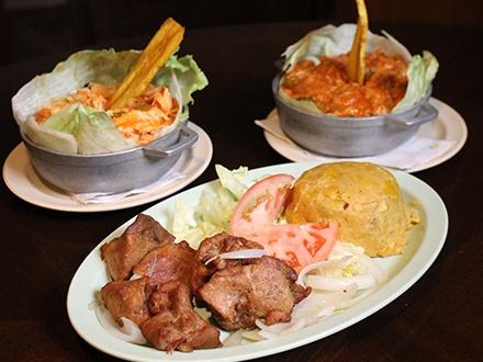 $20 por 2 Platos principales, a escoger entre: Mofongo relleno de pollo o jueyes; o Carne frita con 1 acompañante (mofongo, arroz con habichuelas o tostones) + 2 Copas de vino de la casa + Cheesecake para compartir