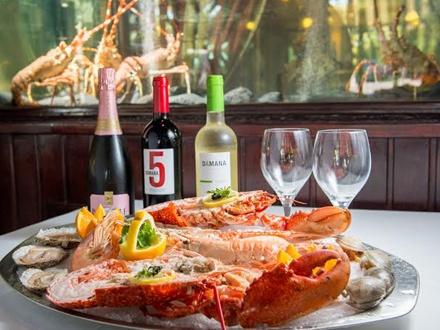 ¡Un tremendo homenaje con este exquisito menú del mar! 100€ por una Mariscada completa para 2 personas (Ver detalles en La Experiencia)