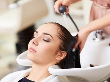$22 por Lavado de cabello, mascarilla hidratante, secado y plancha + Corte de puntas GRATIS + 10% de Descuento en servicios en tu próxima cita