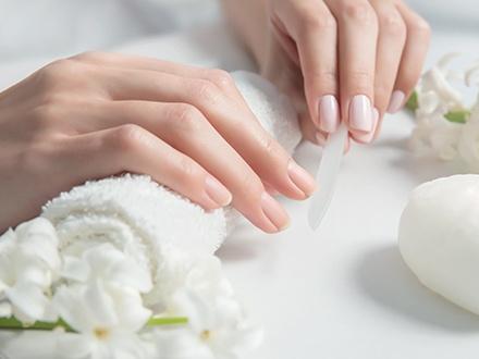 ¡Luce unas uñas envidiables por más tiempo! 7,90€ por Manicura semipermanente con productos Essie