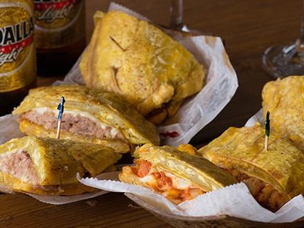 ¡Disfruta del mejor sabor del plátano en Puerto Rico! $15 por 2 Sándwiches de plátano a escoger entre; pavo, pollo, pernil o mero + 2 Copas de sangría tinta o 2 cervezas Medalla de 12oz