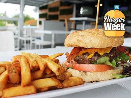 $10 por 2 Hamburguesas a escoger entre: Piso Cinco angus-beef y chorizo o Chicken Burger + 2 Órdenes de papas fritas