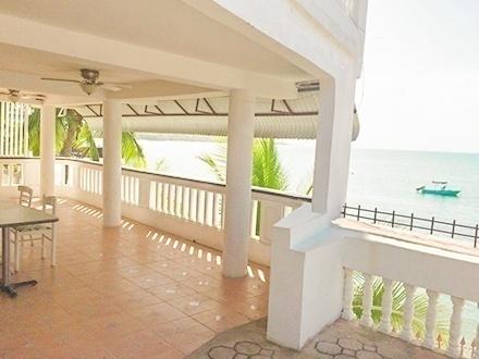 $219 por Estadía de 3 días y 2 noches en CUALQUIER DÍA DE LA SEMANA para 2 personas en habitación con balcón y vista al mar, $269 para 4 personas en habitación Town View Standard Doble Full, o $369 para 6 personas en habitación con balcón y vista al mar