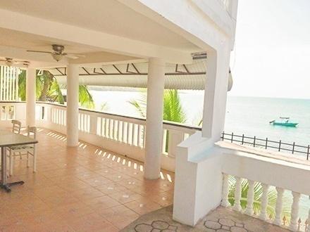 $299 por Estadía de 4 días y 3 noches en CUALQUIER DÍA DE LA SEMANA para 2 personas en habitación con balcón y vista al mar, $349 para 4 personas en habitación Town View Standard Doble Full, o $449 para 6 personas en habitación con balcón y vista al mar