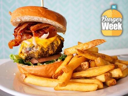 $10 por 2 Hamburguesas a escoger entre: Mona Angus Burger o Chicken Burger + 2 Órdenes de papas fritas