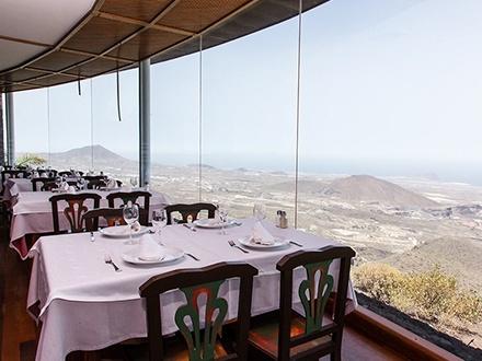 ¡Exquisito Gustazo con vistas privilegiadas! 21,95€ por Menú degustación para 2 personas con: 4 Platos + Bebidas + Postres (ver detalles del menú en La Experiencia)