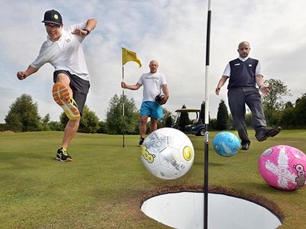 ¡El verano se acaba de poner mejor! $200 por Juego de Footgolf para 4 personas + 1 Carrito de Golf mientras jueguen + 1 Bebida de bienvenida por jugador
