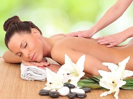 ¡Regala relajación completa! $29 por Terapia de masaje sueco o piedras volcánicas + Aromaterapia + Sauna + Exfoliación de espalda + 25% de Descuento en lavado, secado de pelo y pedicura