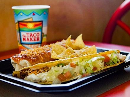 ¡Disfruta los ingredientes más frescos en el ÚNICO Taco Maker que vende mantecado! $10 por Gustazo™ de $25 para consumo del menú abierto + Si deseas, puedes redimir en el Servi-carro