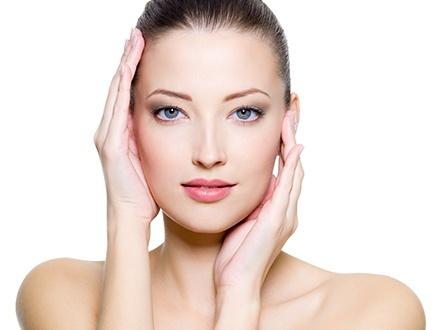$20 por Tratamiento facial de limpieza profunda que incluye: Vapor, extracción, peeling con vitamin C o A y oxigenación + Tratamiento de hidratación de manos con guantes termales + Masaje en rostro