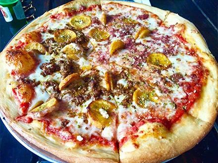 ¡Los fundadores de Piola y Agárrate Catalina ahora debutan a Don Giuseppe! $17 por una Pizza GRANDE para compartir, a elegir entre: Meat Lovers, 4 Quesos, Caprese o Prosciutto + 2 Cervezas Stella Artois o 2 Copas de sangría