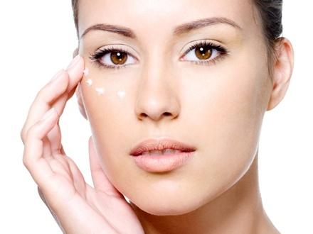 ¡Cuida tu piel ! $35 por Tratamiento facial de vitamina C con limpieza profunda + Tratamiento de ojos para líneas de expresión + Masaje de brazos e hidratación + Copa de vino