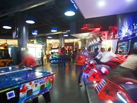 ¡Disfruta del mejor cumpleaños Arcade! RD$14,995 por Cumpleaños para niños que incluye: 3 Horas de juego + Tarjetas magnéticas + Refrescos ilimitados + Brazaletes para niños y padres + Artículos desechables + Mesera + 150 Unidades de picadera + Sonido