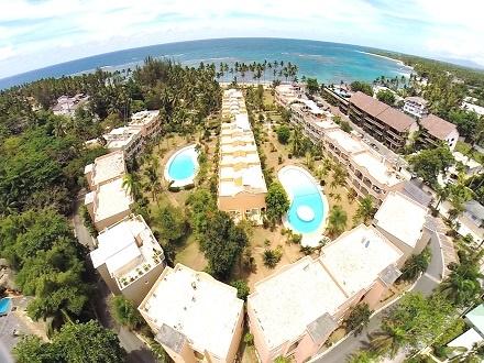¡Escápate al paraíso! US$199 por Estadía de 3 días y 2 noches en una Villa Duplex para 4 personas; ubicada en una residencia de lujo con 2 piscinas gigantes, frente a la playa y cerca del centro del pueblo