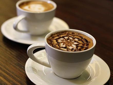 ¡Disfruta este excelente Coffee Break para 2! RD$249 por 2 Croissant Naturales + 2 Cappuccinos + 2 Entradas a Aquamundo