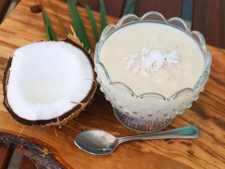 RD$150 por 1 Dulce de leche con coco mediano + 1 Pasta de leche mediana a elegir entre: Leche, leche con cajuil, leche con guayaba o leche con naranja + 1 Bolsita decorada de surtido típico: coco, jalao, leche, pilón de azúcar y tamarindo