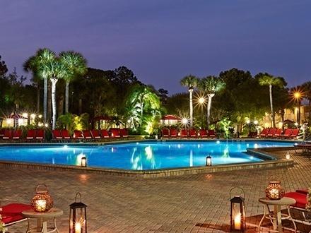 ¡La mejor ubicación en Orlando! US$169 por Estadía de 3 días y 2 noches en CUALQUIER DÍA DE LA SEMANA de OCTUBRE a DICIEMBRE de 2016 para 2 adultos y 2 niños + US$25 en Créditos del resort + Tarifa especial para las atracciones cercanas (Puedes comprar hasta 2 Gustazos para extender tu estadía)