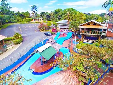 $12 por 2 Entradas para las piscinas y área recreativas + 2 Frappés de 10oz