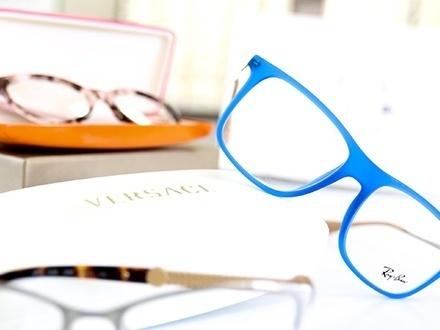 $19 por Gustazo de $275 para aplicar a la compra de 1 par de espejuelos completos que incluye: Lentes recetados + Montura de diseñador, incluyendo RayBan, Coach, Michael Kors, Versace, Dolce&Gabbana, Mont Blanc, Tiffany y Prada, entre otras
