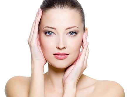 $29 por Facial de Rejuvenecimiento que incluye: Limpieza facial profunda + Extirpación + Oxigenación + Microdermoabrasión + Hidratación con ultrasónica + Exfoliación de barro en rostro + Tratamiento de Vitamina C + Tratamiento 'Wrinkle Lift' para rejuvenecimiento facial + Mascarilla de rosas o según tipo de piel + Masaje en rostro y cuello + 10% de Descuento en tratamientos corporales