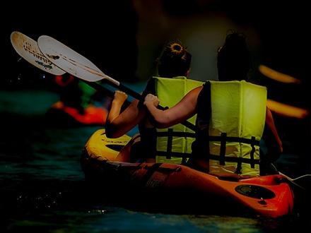 ¡Mucha diversión! $24 por Excursión a la Bahía Bioluminiscente en Fajardo para 1 persona que incluye: Todo el equipo necesario de seguridad y especializado + Guías profesionales de campo + Lección de Kayak 101 antes del viaje + Orientación de seguridad