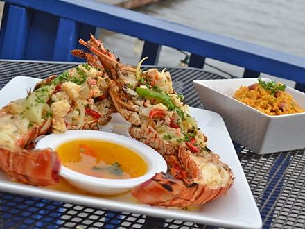 ¡Disfruta frente al mar! $25 por Gustazo de $50 en consumo del menú abierto