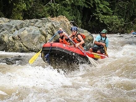 $59 por Aventura extrema de rafting en Río Rápido de Añasco (Categorías II y III) en DÍAS DE SEMANA o $69 en FINES DE SEMANA; ambas opciones incluyen: Merienda + Equipo de seguridad + Guías