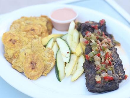 ¡Cena para dos! $24 por 2 Platos principales a escoger entre: Carne frita encebollada con 1 acompañante; o Mofongo con pollo o churrasco al ajillo o salsa criolla + 2 Copas de sangría de la casa + 2 Postres + 20% de Descuento en la carta de vinos