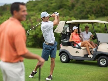 """¡Juega en uno de los campos de Golf más desafiantes y hermosos de Puerto Rico! Desde $59 para Juego de hasta 4 personas que incluye: Carrito de golf compartido + Green fees + 20% de Descuento en refrigerios del 'Beverage cart' + 20% de Descuento en mercancía de la tienda de golf + 20% de Descuento en cupón para futuros """"rounds"""" de Golf + Upgrade para 1 bucket grande de bolas por jugador 1 hora y media antes del tee-time"""