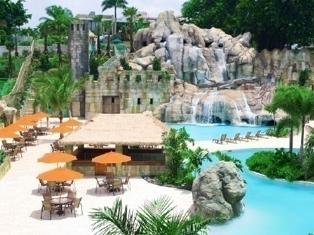 ¡Piscinas, chorreras y pura diversión acuática! $19 por 1 Entrada al River Pool Village el 3, 10 o 17 de diciembre de 2016
