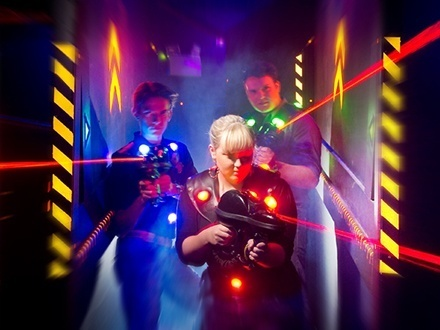 $10 por 1 Juego de Laser Tag + 2 Juegos de Bumper Cars + Laser Maze + 4 Tokens + 10% de Descuento para la celebración de cumpleaños