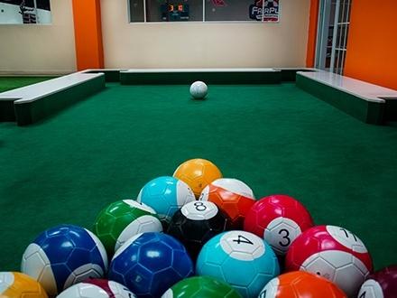 ¡Diviértete con tus amigos jugando lo más nuevo en el fútbol! $18 por 1 Hora de 'Soccer Pool' para hasta 4 personas + Reglas de juego + Uso de baños con camerinos + Estacionamiento GRATIS