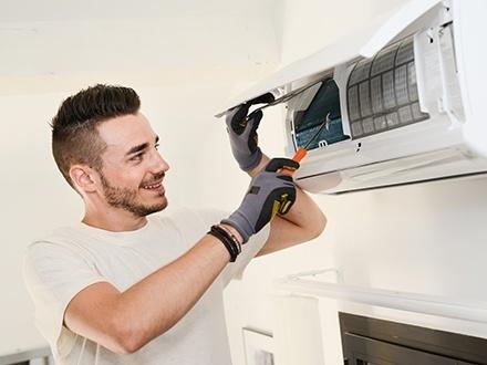 $35 por Limpieza de acondicionador de aire residencial o comercial, incluyendo rejillas de ventilación, turbinas, bandejas y drenaje + Monitoreo del nivel del refrigerante + Certificado de $200 para la compra de un aire acondicionado inverter de 12,000 BTU + Instalación gratis