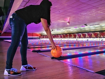 ¡La mejor experiencia de bowling en San Juan! $32 por 2 horas de Bowling en CUALQUIER DÍA DE LA SEMANA para hasta 6 personas, incluyendo alquiler de zapatos para cada persona (Incluye IVU)