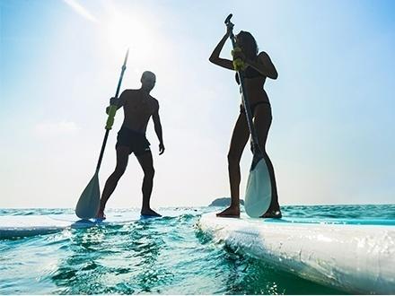 ¡Una divertida experiencia acuática! $12 por 1 Hora de Paddleboarding o Kayak para 1 persona en la Laguna de Condado que incluye: Todo el equipo necesario de seguridad y especializado + Orientación de seguridad y agua