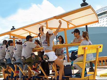 """¡Diviértete mientras pedaleas por el Viejo San Juan! $10 por Paseo para 1 persona en """"Party Bike"""" con capacidad para hasta 12 personas + 1 Botella de agua o 1 Capri Sun"""