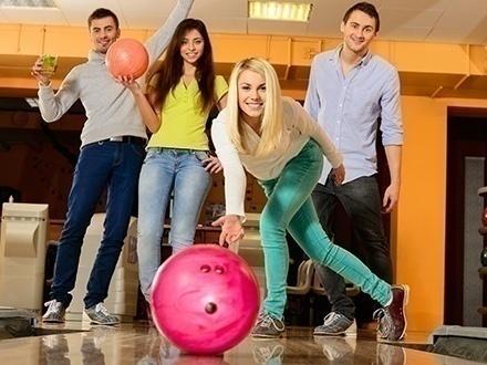 ¡Disfruta junto a tu familia y amigos! $20 por 2 Horas de bowling para 6 personas + 1 Jarra de Pepsi o 7Up