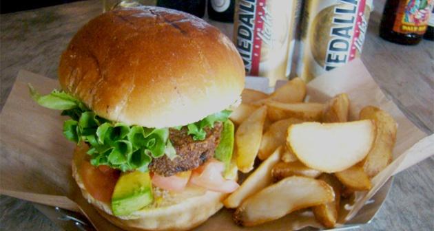 The Reef Burger & Seafood Bar - Aguadilla